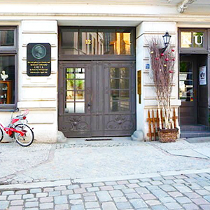 House entrance location Berlin cobblestone street